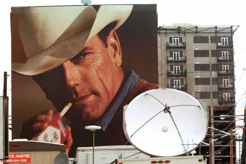 """Décès du """"Marlboro Man"""" Eric Lawson causé par la cigarette"""