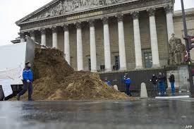 Un gros tas de fumier retrouvé devant l'Assemblée Nationale