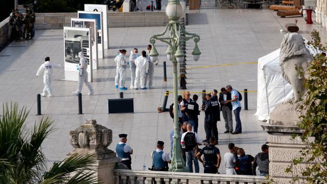 Attaque au couteau à la gare de Marseille: 2 morts, l'assaillant tué