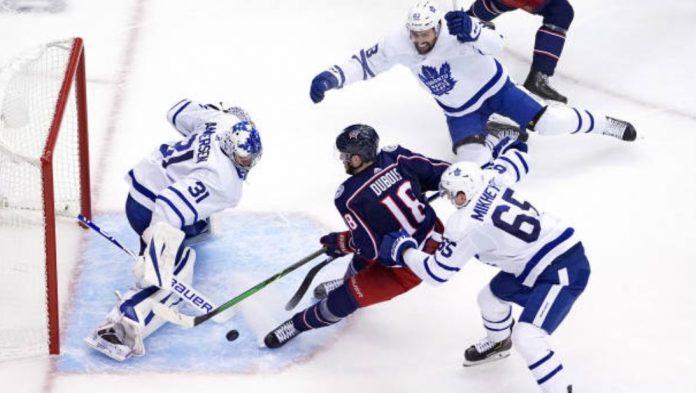 Pierre-Luc Dubois renverse Maple Leafs (détail)