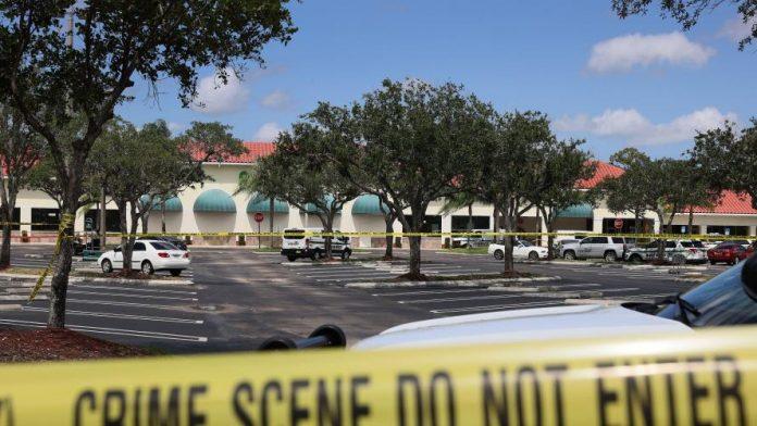 États-Unis : Une grand-mère et son petit-fils de 2 ans tués dans une fusillade en Floride