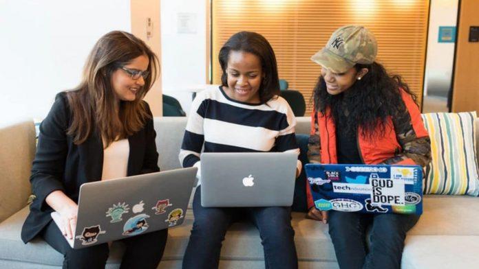 Candidatures acceptées pour la bourse d'études des femmes en STIM