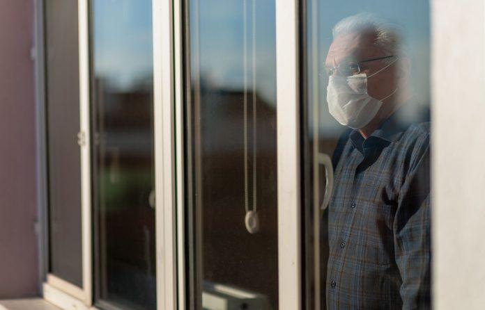 Québec : Port du masque d'intervention dans les résidences privées pour aînés